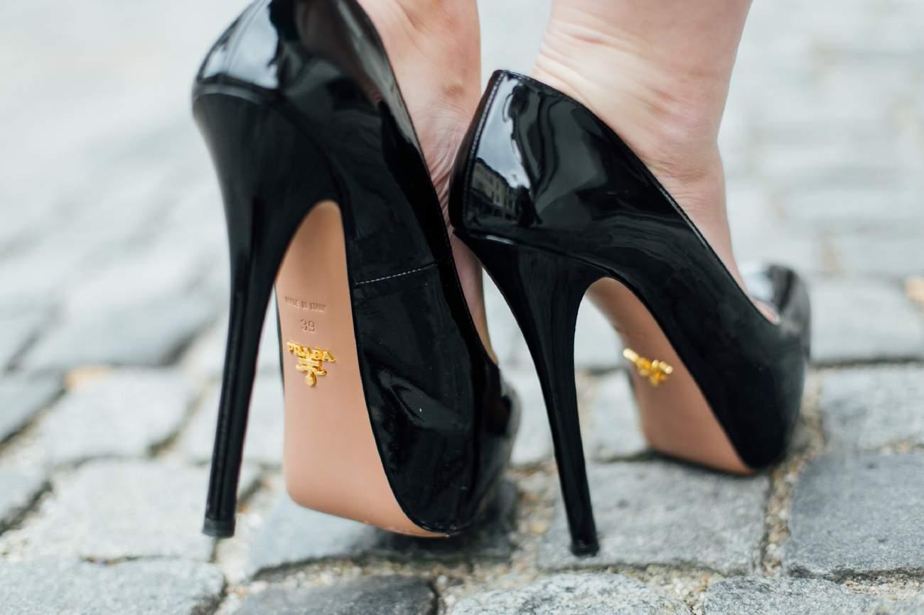 prada-pumps-heels-lack-lackleder-outfit-getragen-modeblog-last-summer-days_84730_56750