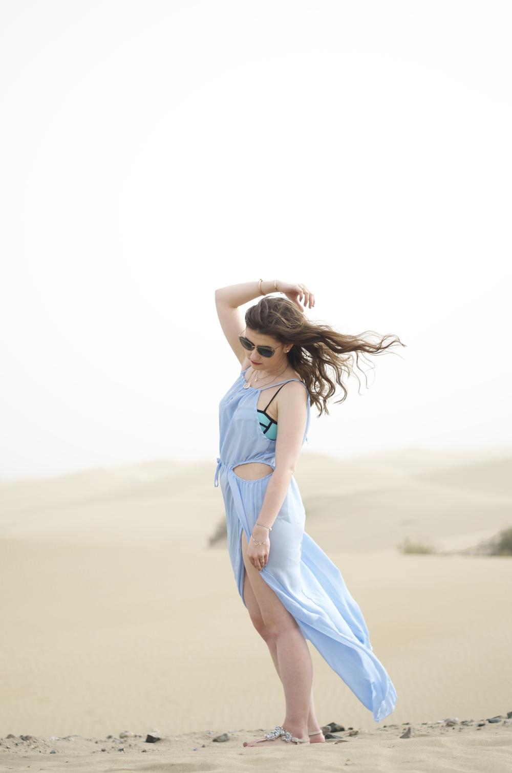 kleid-blau-strand-dünen-les-dunas-outfit-sara-bow