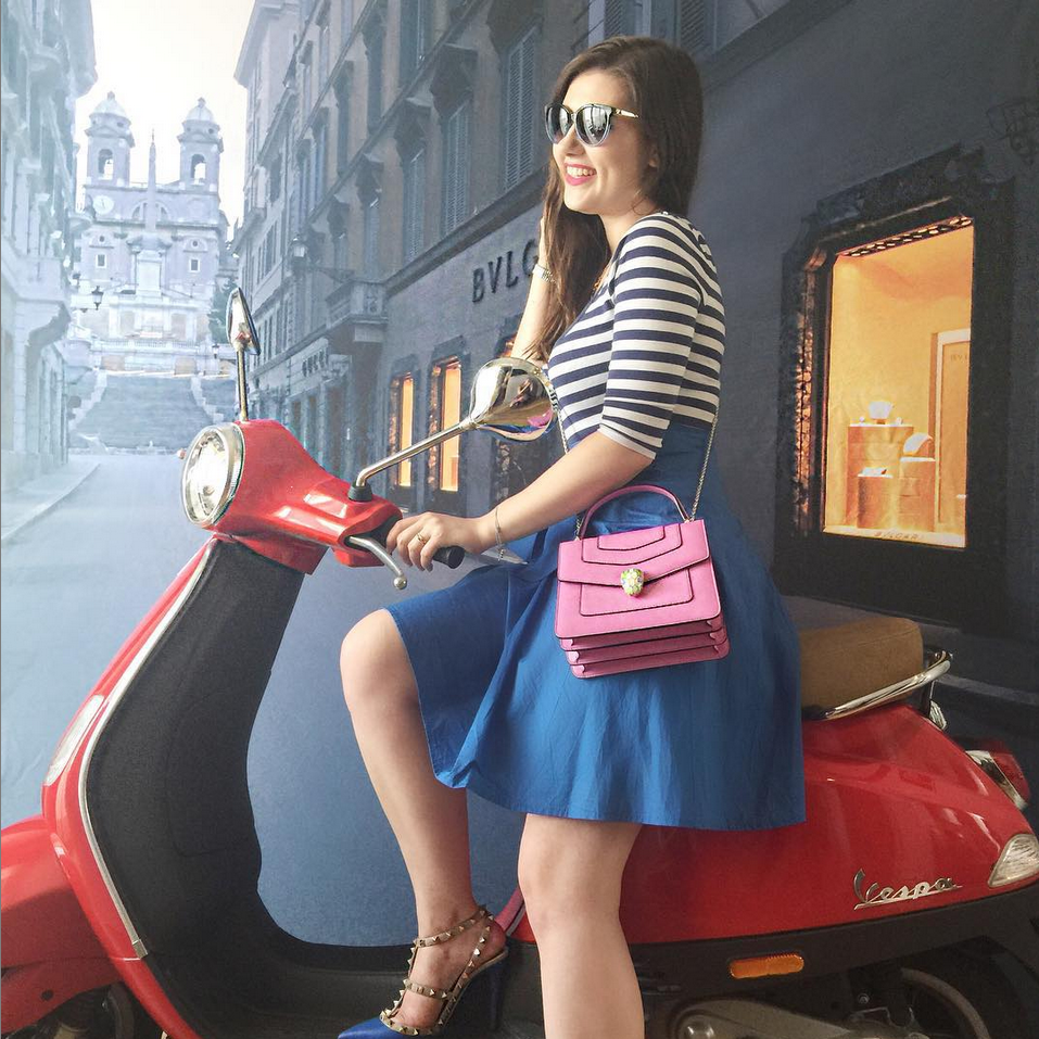 sara-bow-bulgari-store-rome-vespa-outfit