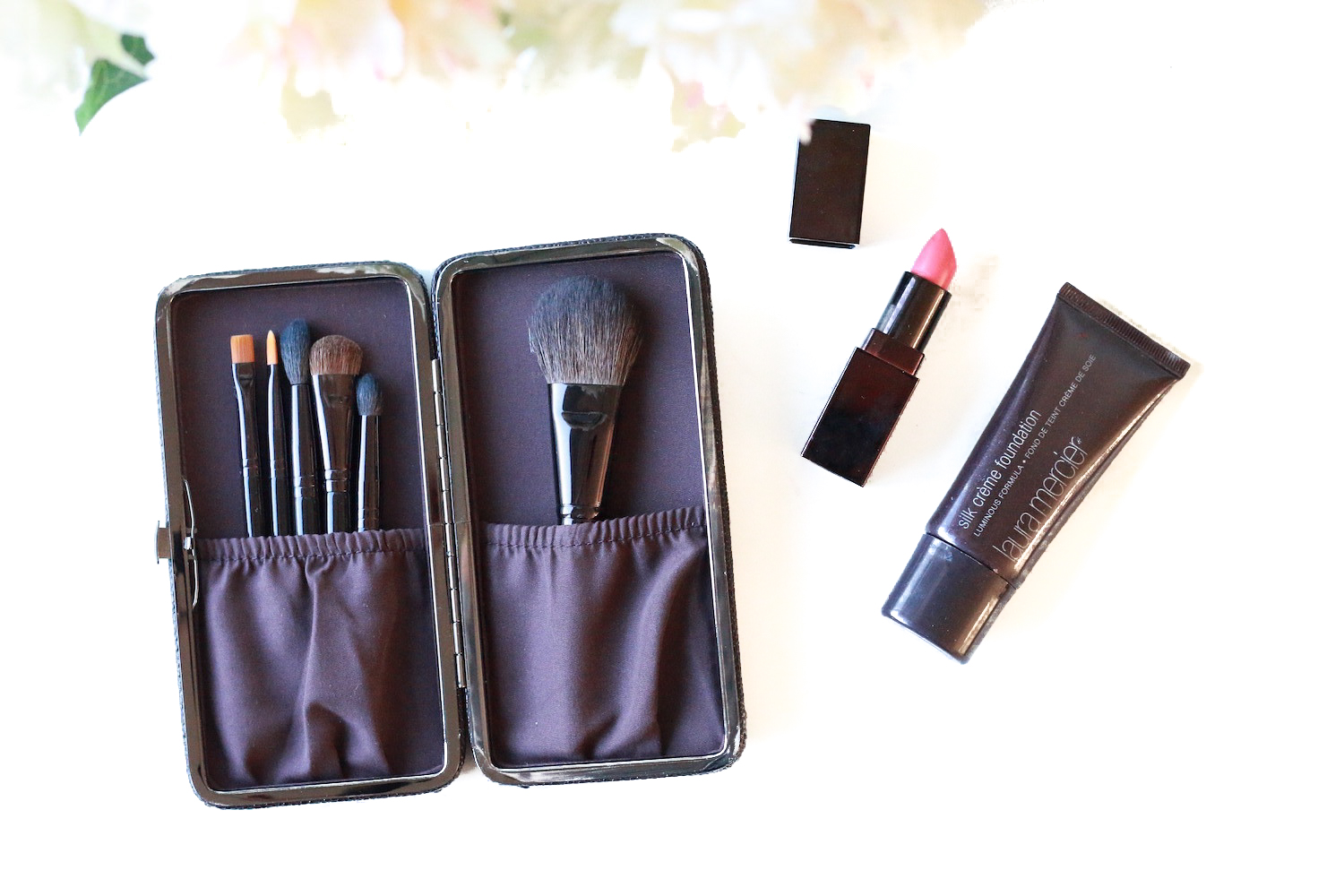 Laura-Mercier-Stroke-of-Genius-Luxe-Brush-Collection-Review-Set-weihnachten-2015
