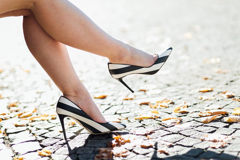 dolce-gabbana-karen-pumps-stripe-heels-outfit
