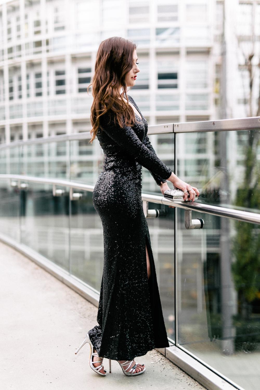 langes-schwarzes-pailetten-kleid