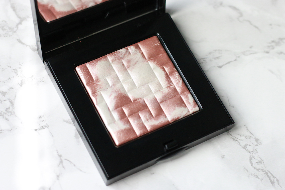 bobbi-brown-highlighter-pink-glow-review-swatch