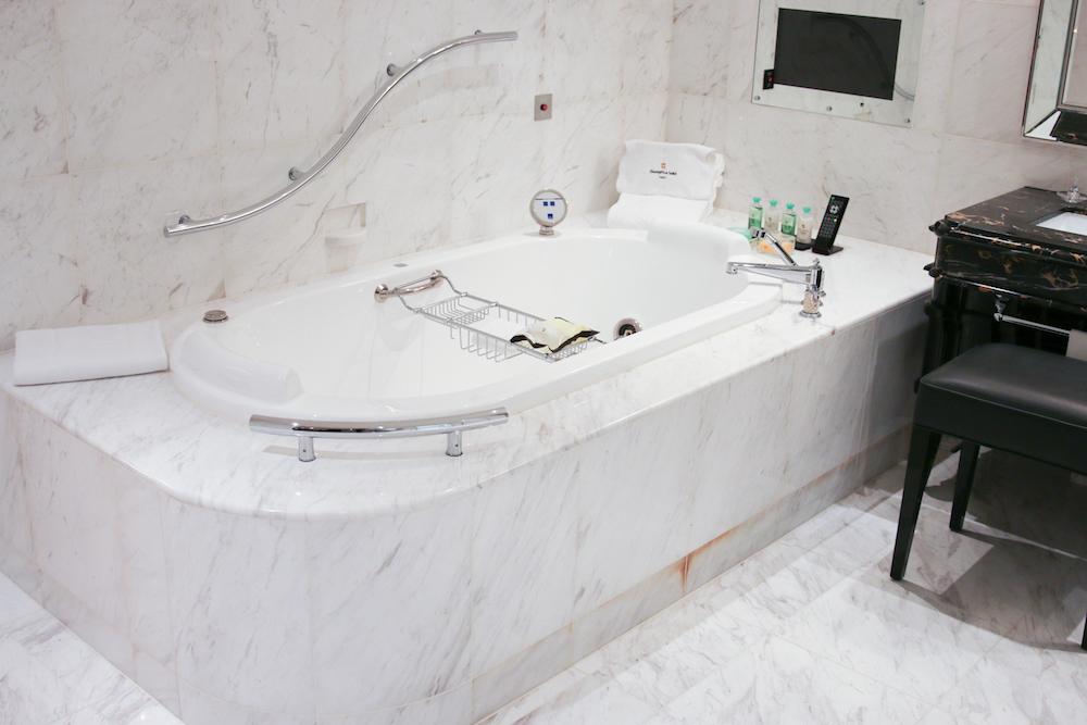 bathroom-badezimmer-suite-shangri_la-hotel-japan-tokyo