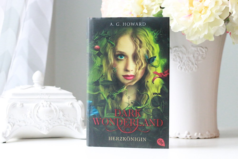 Dark Wonderland – <em>A. G. Howard</em>