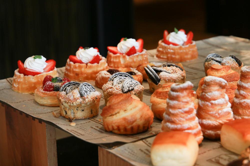 desert-shang-ri-la-restaurant-breakfast-varation-cake