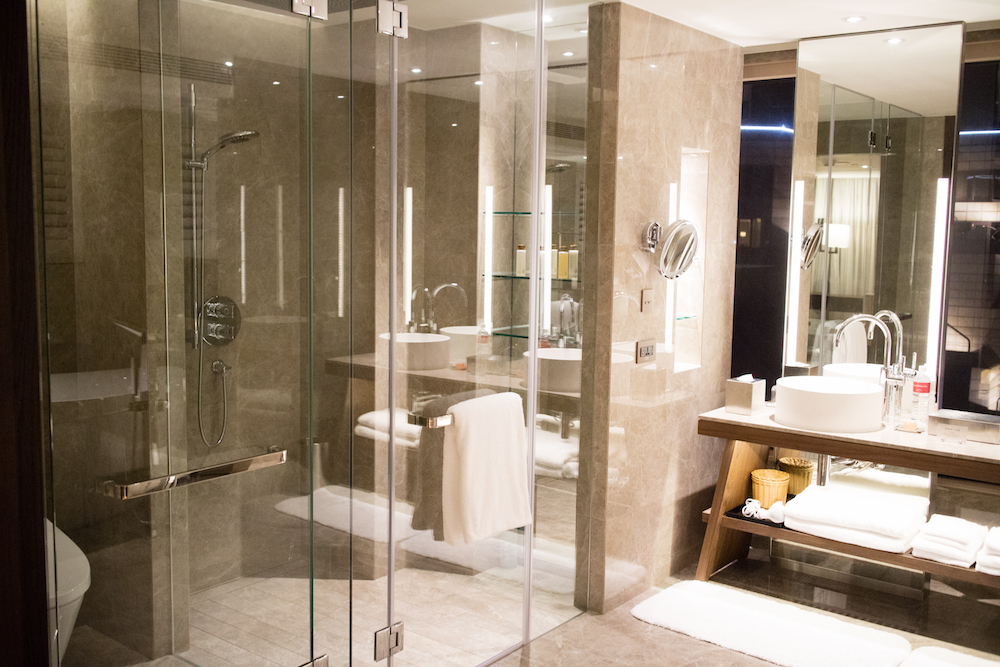 master-bathroom-grand-hyatt-taipei-suite-room-tour