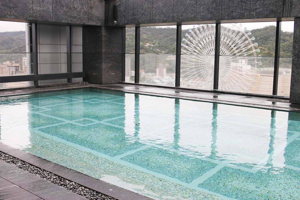 swiming-pool-outdoor-taiwan-taipei-hotel-marriott