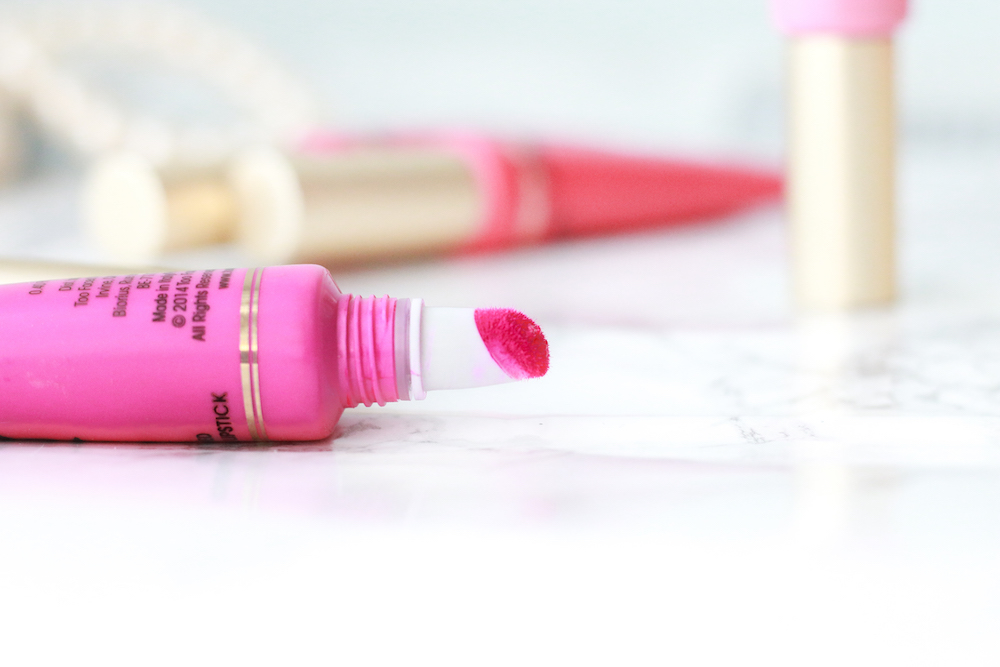 too-faced-melted-lipstick-application-swatch