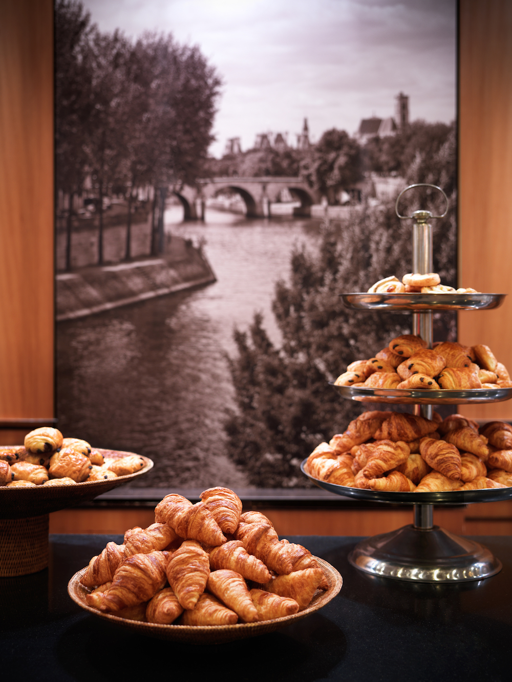 Hyatt Regency Paris Etoile_Arc en Ciel with Pastries