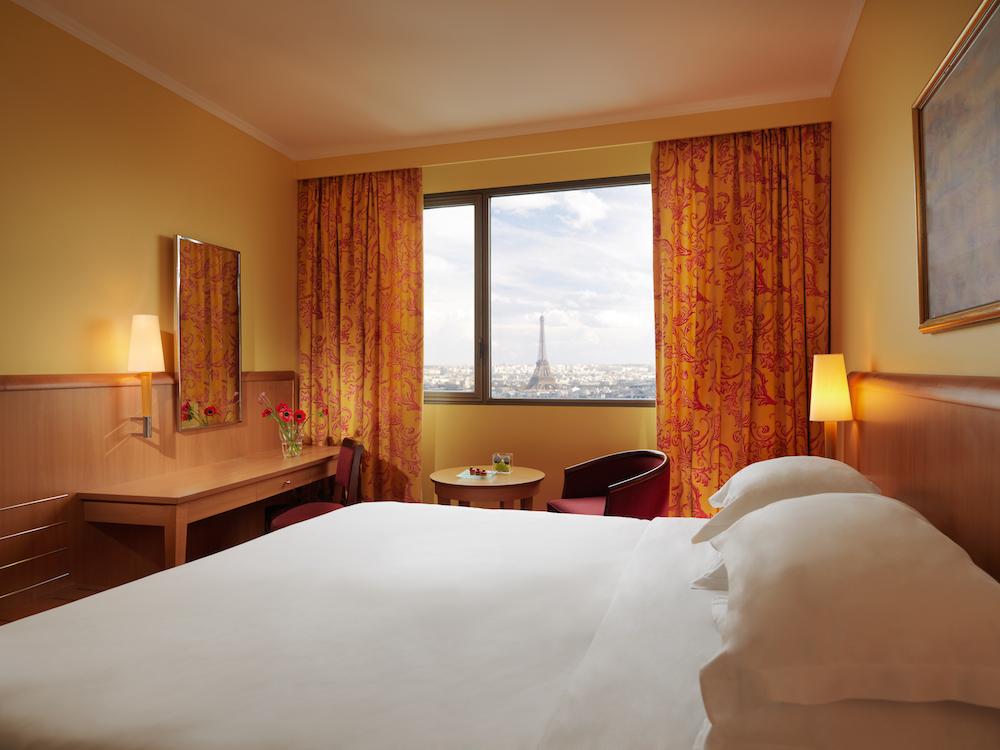 Hyatt Regency Paris Etoile_Classic_Guestroom
