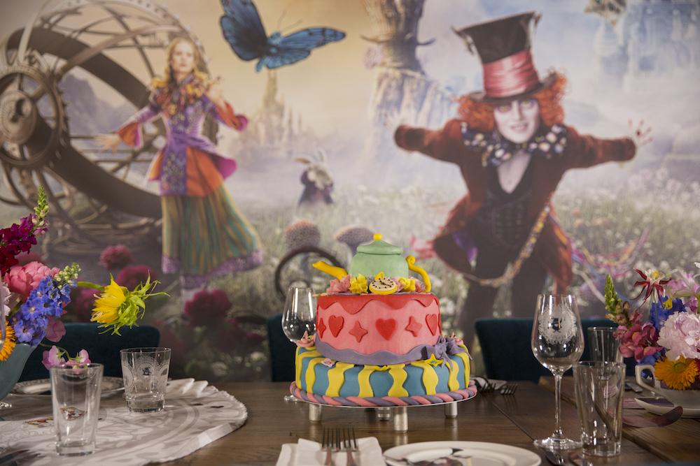Alice im Wunderland Hinter den Spiegeln Fashionevent mit Kaviar Gauche