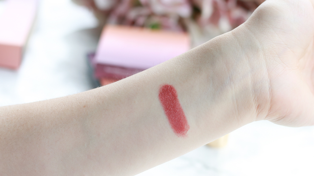 bareMinerals-marvelous-moxie-lippenstift-chase-your-dreams-swatch-auftrag