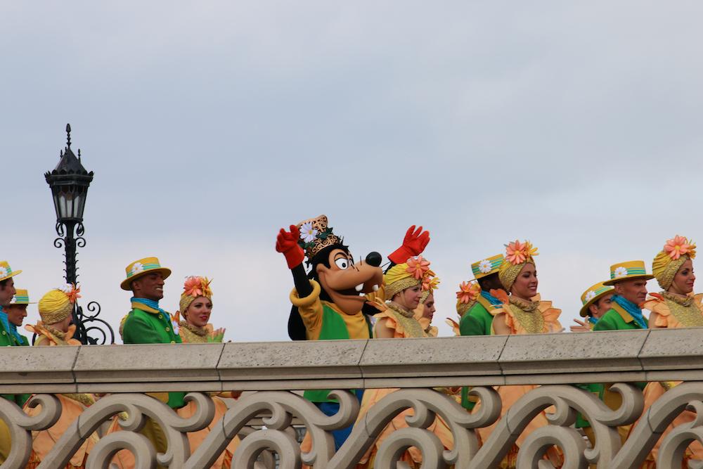 disneyland-paris-parade-mit-disney-charakteren