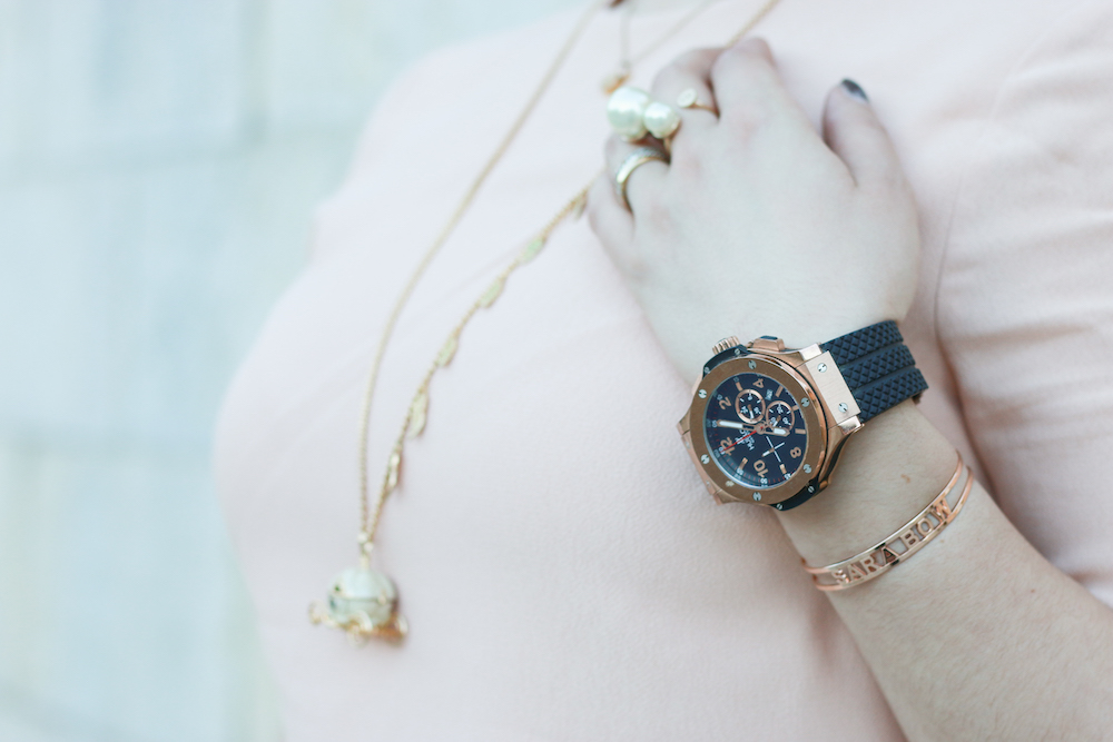 hublot-uhr-kaufen-outfit-inspiration-rose-gold-spell-on-me-armreif
