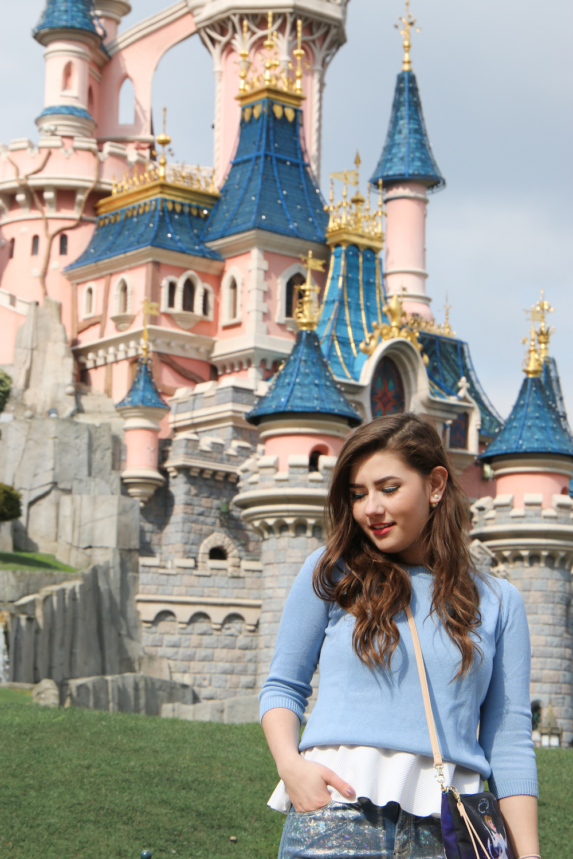 sara-bow-disneyland-outfit-blogger