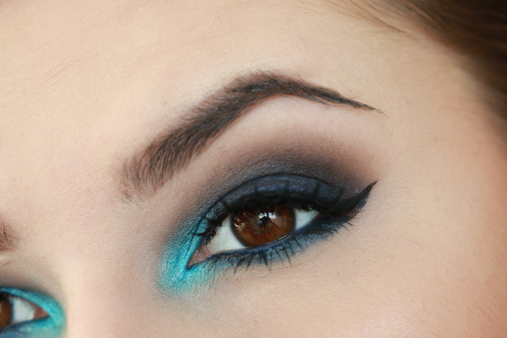schwarz-blau-smokey-eyes-look-schminken