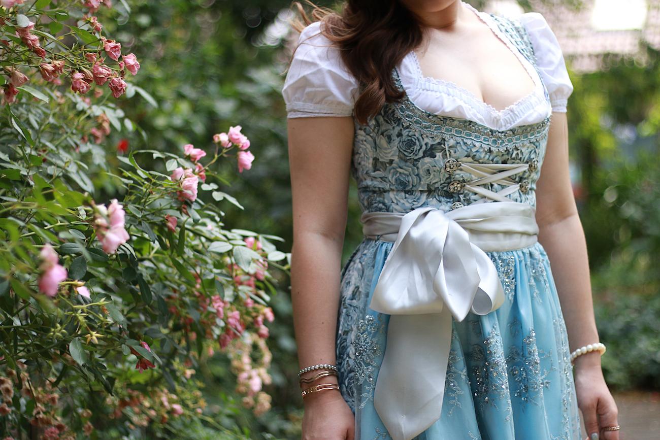 marjo-couture-dirndl-tracht-hellblau-eisblau