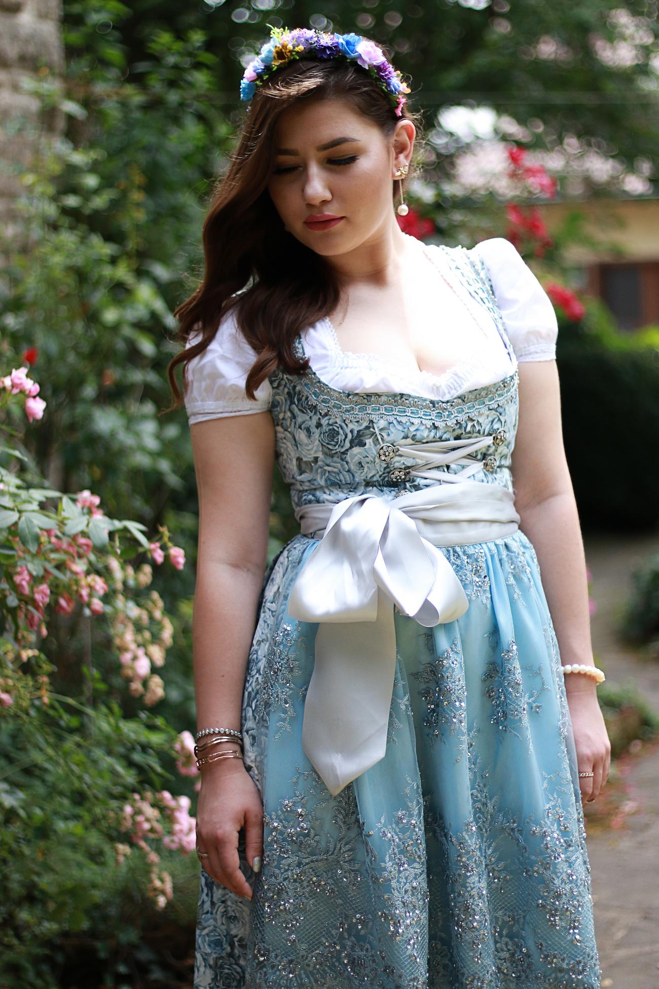 marjo-dirndl-blau-fashion-blogger-finest-trachten