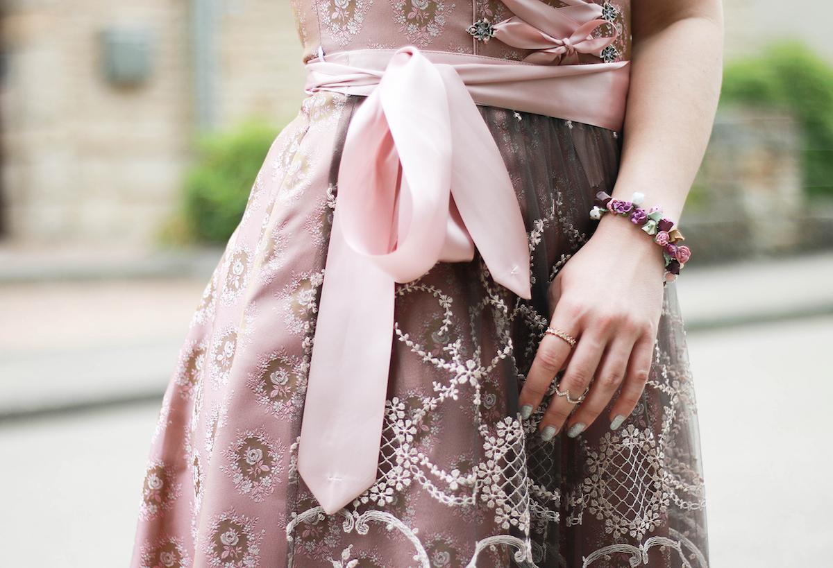 sara-bow-rosa-dirndl-kaufen-majo-trachen-shop