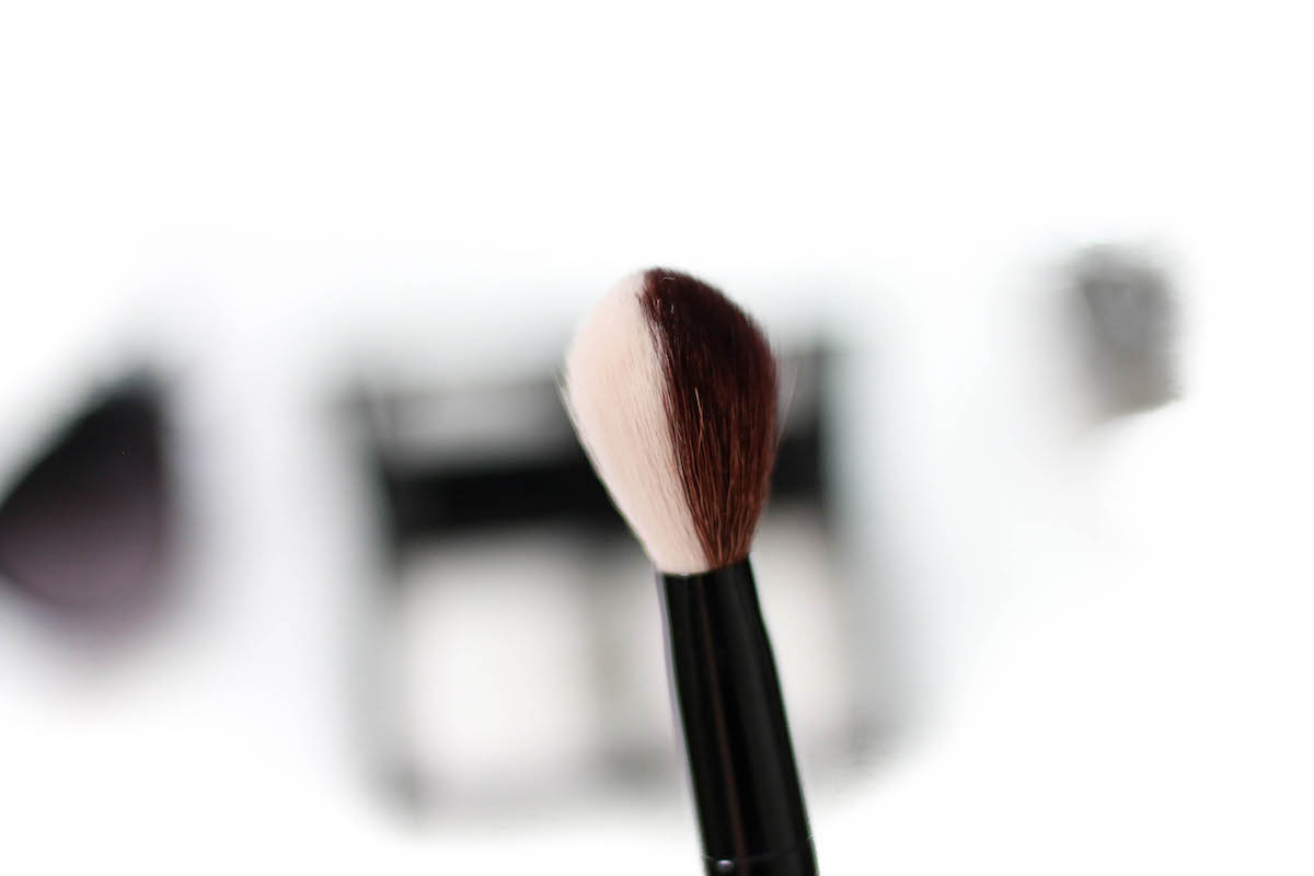 bareminerals-dual-finish-blush-contour-brush-review