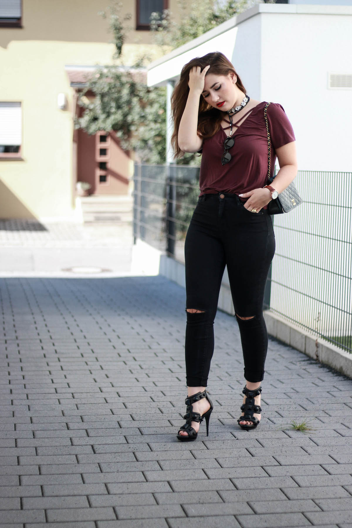 schwarze-jeans-outfit-burberry-high-heels-sara-bow
