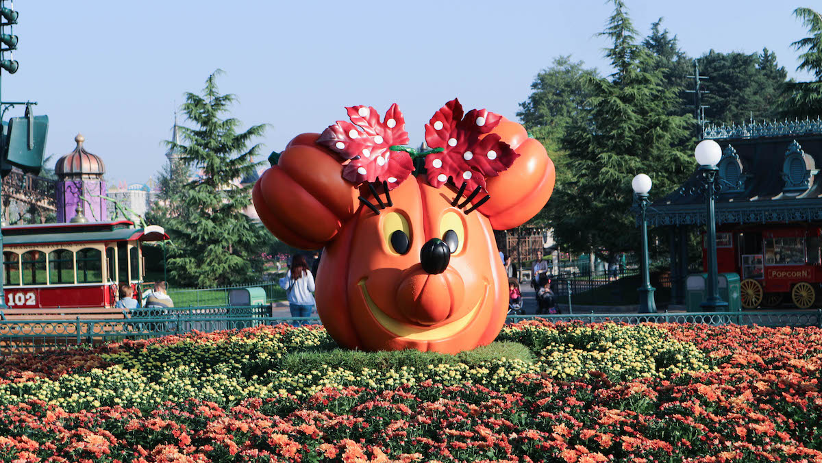 disneyland-paris-disney-halloween-decoration-inspiration