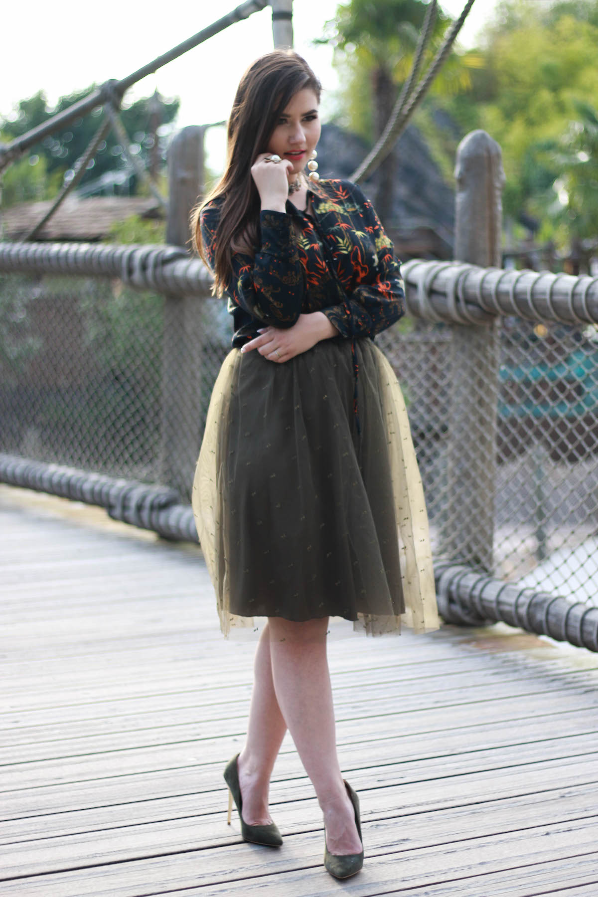 herbst-outfit-midi-skirt-pumps-zara