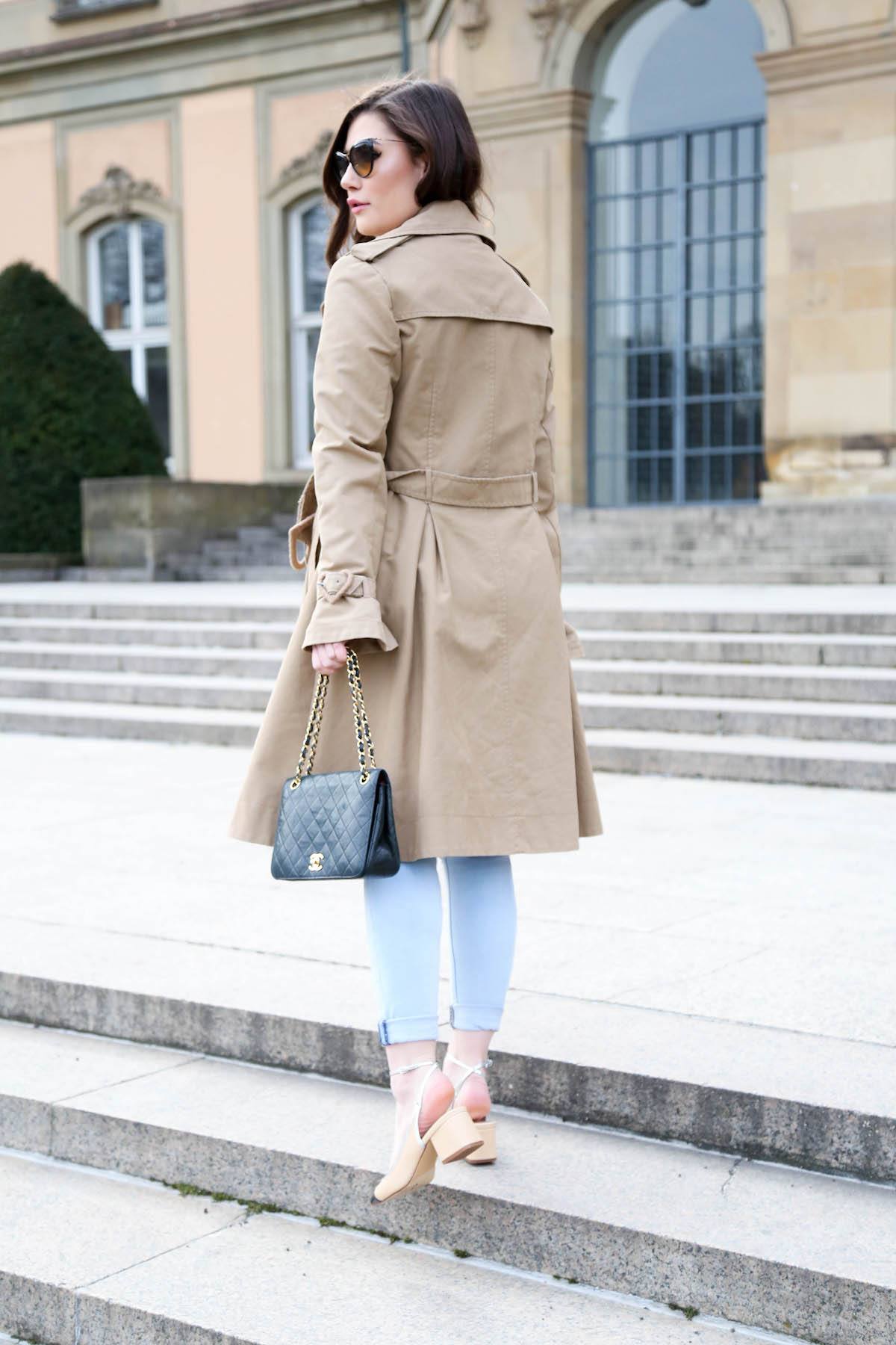 Outfit mit Trenchcoat | Sara Bow