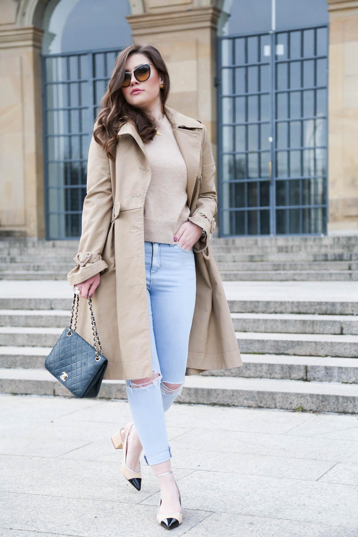 Outfit mit Trenchcoat und Chanel Tasche