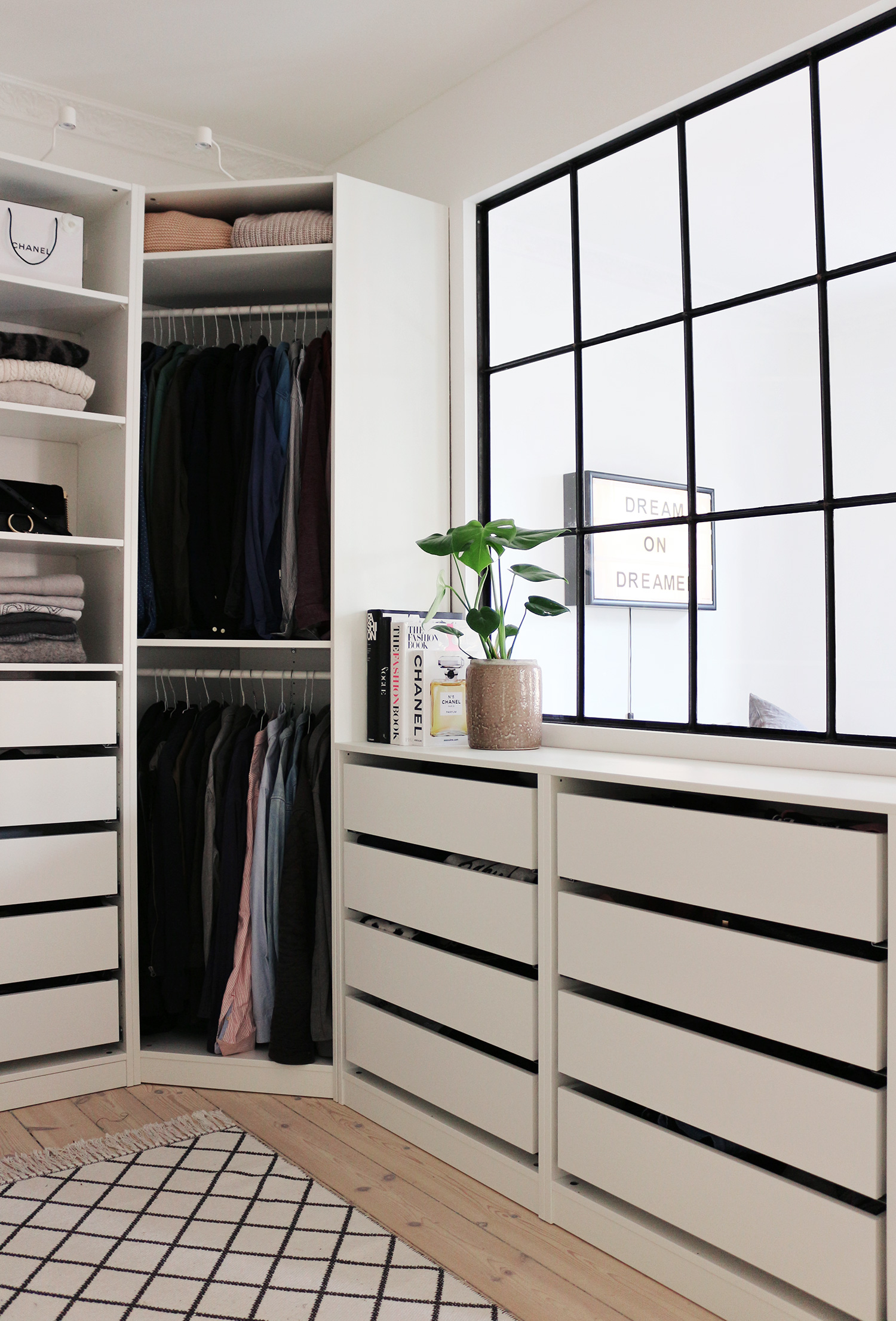 ikea pax kleiderschrank kombinationen inspirationen. Black Bedroom Furniture Sets. Home Design Ideas